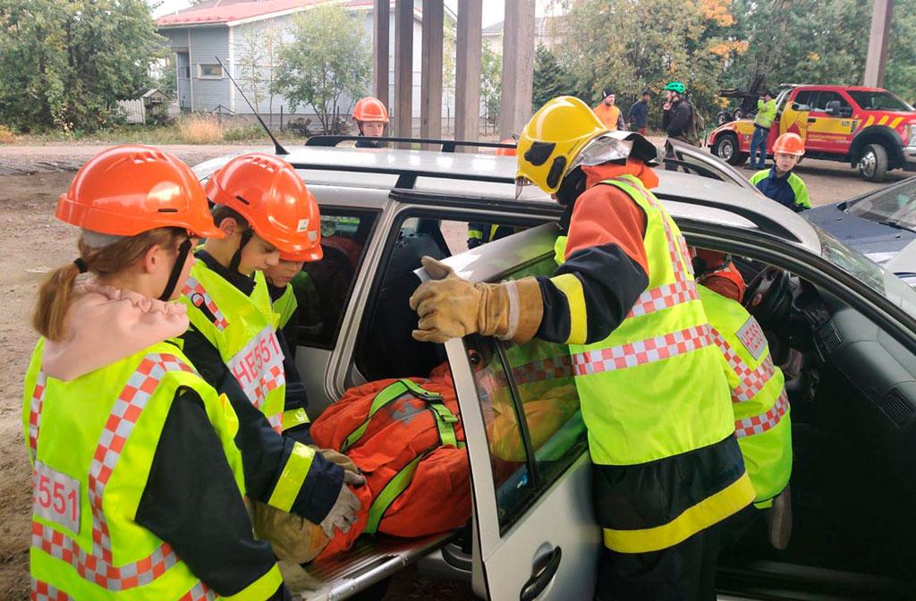 Tässä ollaan liikenneonnettomuuskeikalla.