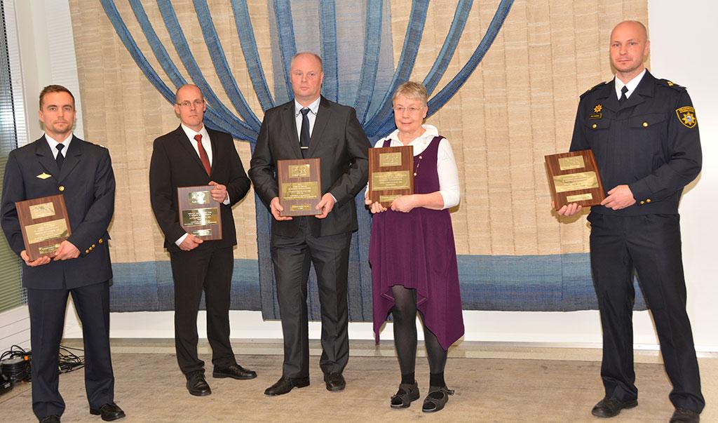 Innovaatiopalkinnon ensimmäisen palkinnon sai Saku Tauriainen (äärimmäisenä oik.), toisen palkinnon saivat Kai Saarinen (kolmas oik.) ja Jyrki Nurmi (toinen vas.) sekä kunniamaininnat Mikko Anunti (äärimmäisenä vas.) ja Tuula-Maria Ahonen.