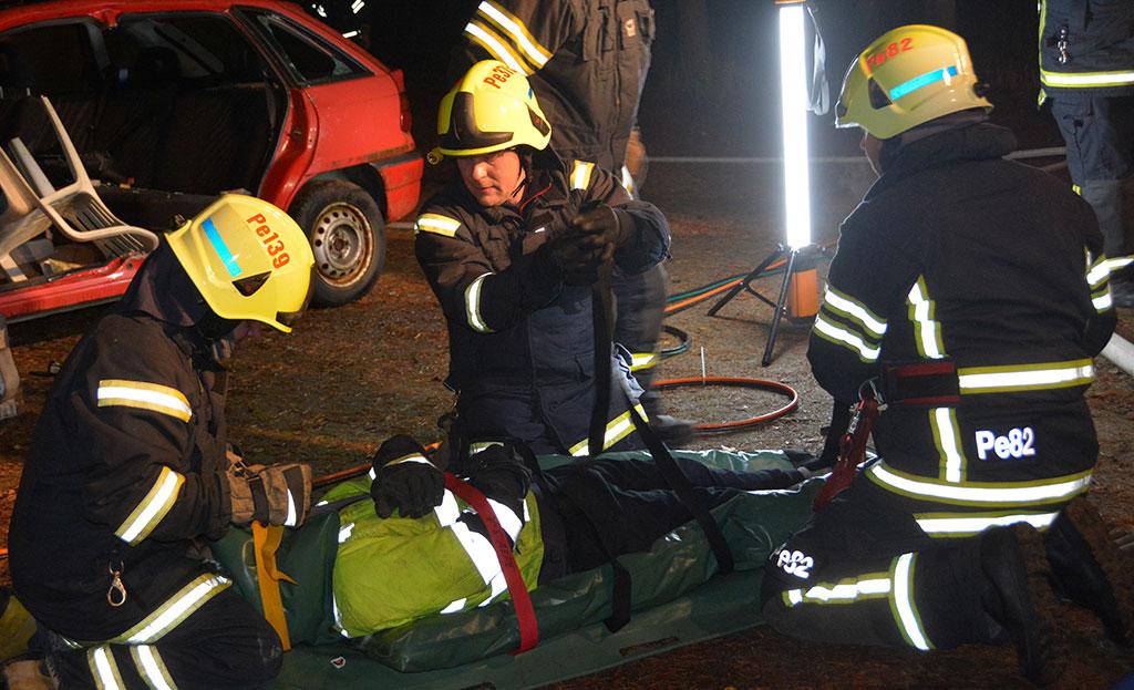 Palokuntaharrastus on parhaimmillaan erinomaista yhdessä tekemistä, kuten tässä Perniön VPK:n harjoituksessa.
