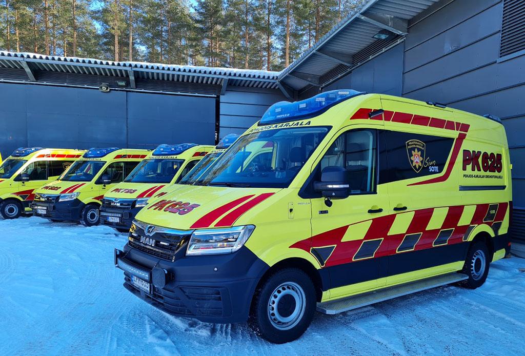 Pohjois-Karjalan uusissa ambulansseissa on alkusammutusvälineistöä ja maakuntavärit.
