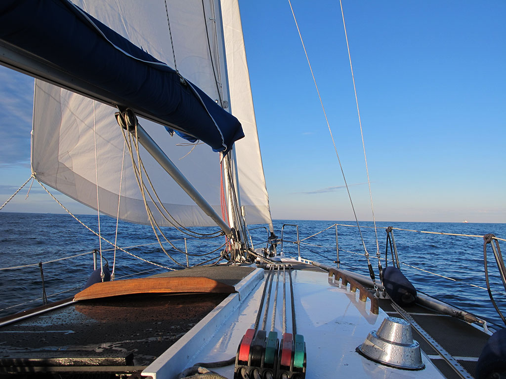 Merellä liikkuminen on erilaista kuin maissa ja kumipyörillä. Se vaatii enemmän tietämystä merellisistä olosuhteista.