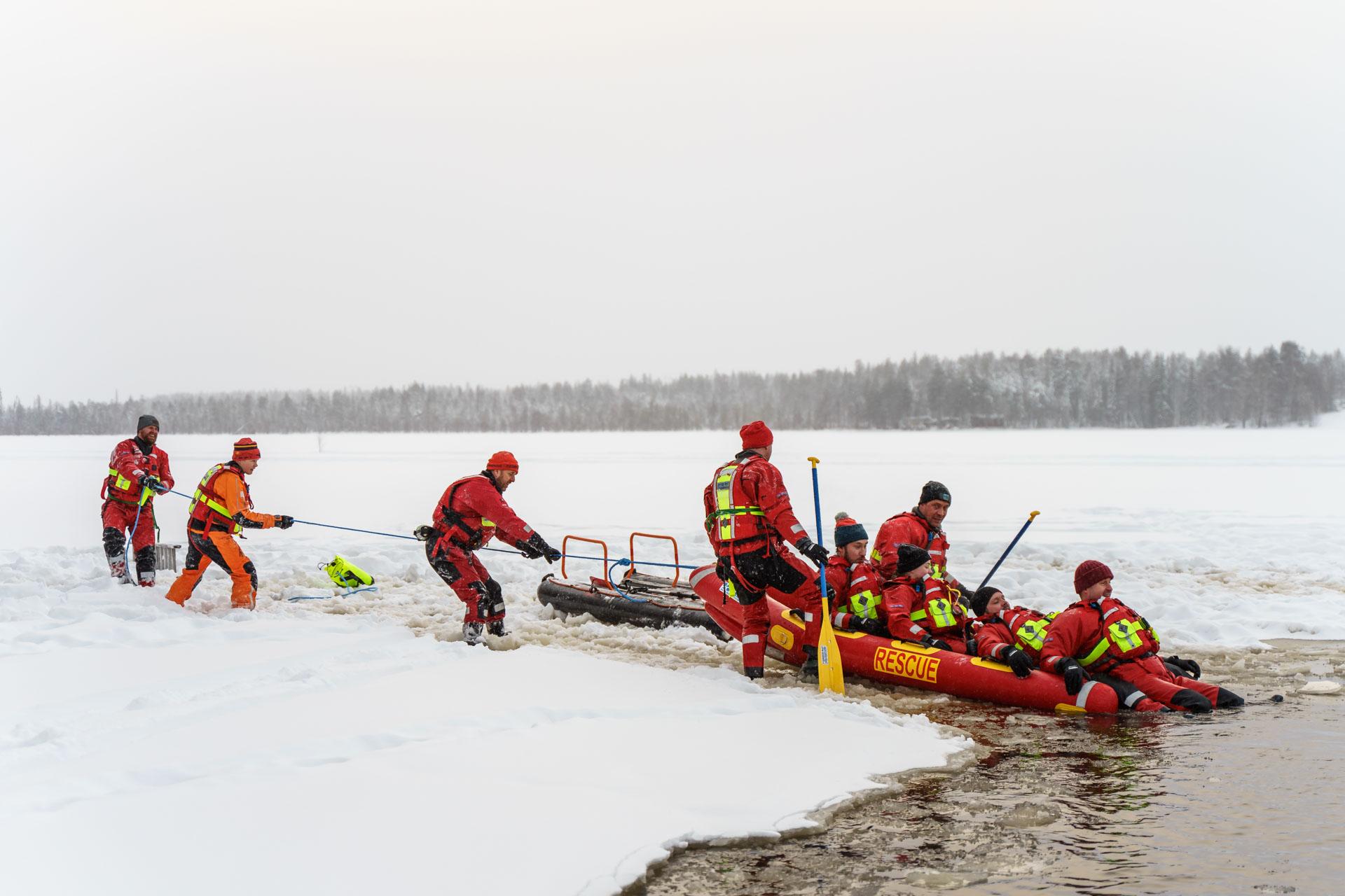 Ilmalla täytettävä WRS-pelastuskelkka on yleisesti käytössä vesipelastuksessa ympäri Eurooppaa. Suositus on kaksi pelastajaa ja yksi pelastettava, mutta kantavuutta riittää jopa viidelle hengelle. Se on myös helppo kuljettaa syrjäisiinkin paikkoihin.