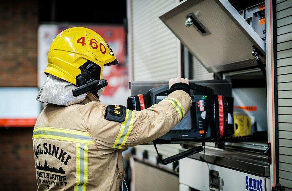 Helsingin kaupungin pelastuslaitoksella työskentelevien pelastajien palkka yritetaan nyt saada samalle tasolle naapurilaitosten kanssa.