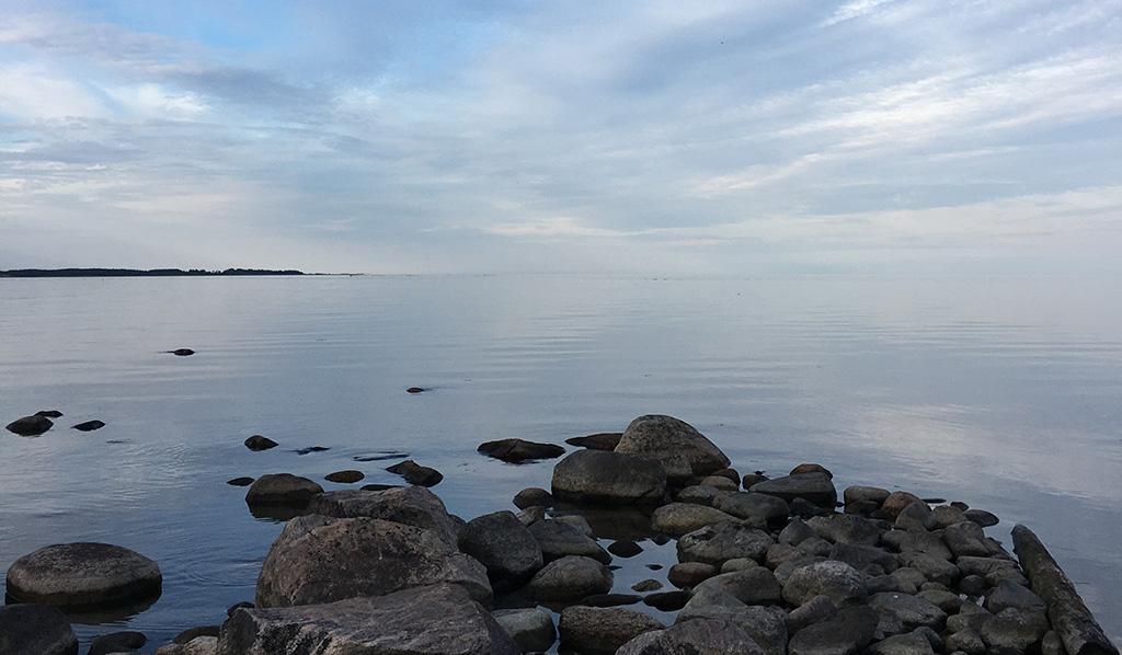 Suomen Palopäällystöliitto muistuttaa juhannuksen muistilistassaan muun muassa toimimaan viisaasti vesillä.