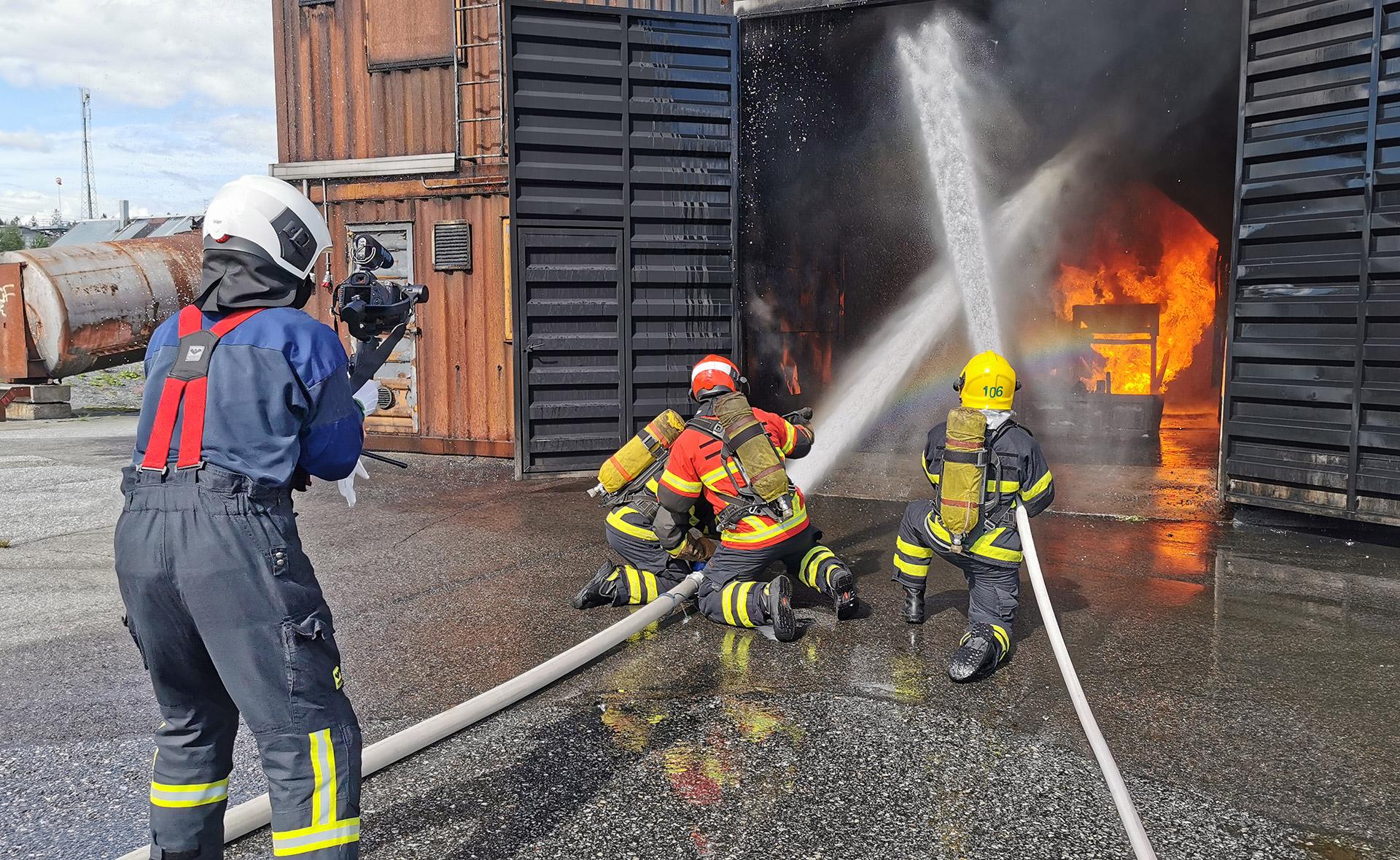 Pelastusopiston harjoitusalueella tehtiin 4.–6. elokuuta videokuvauksia sammutustekniikka-hankkeen julkaisua varten.