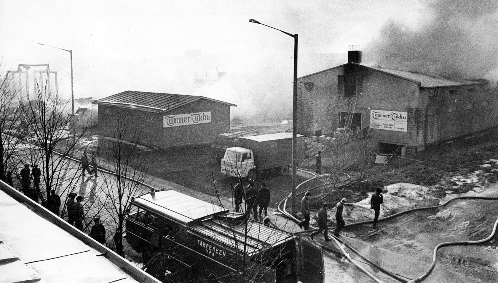 Tammer-Tukun pienempi varasto onnistuttiin suojelemaan. Rakennuksessa oli muun muassa ilotulitusraketteja, jotka heti alkuvaiheessa kuljetettiin turvaan.